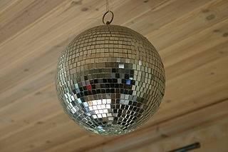 Baila en una antro y muestra el culo - 5 2